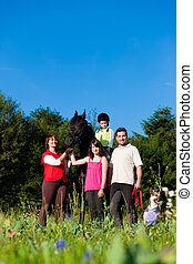 cheval, poser, enfants, famille