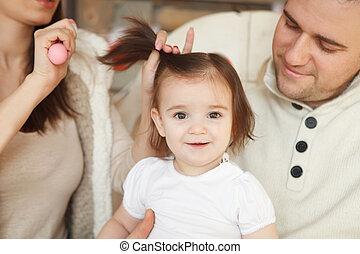 cheveux, bébé, peigner, elle, mère