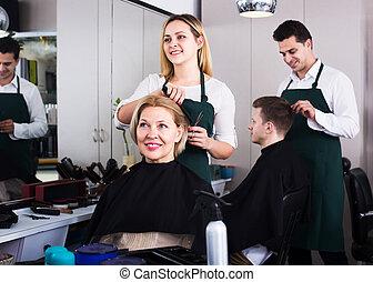 cheveux blonds, salon, coupures