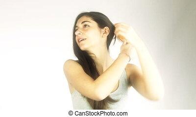 cheveux brossage, femme, long, heureux