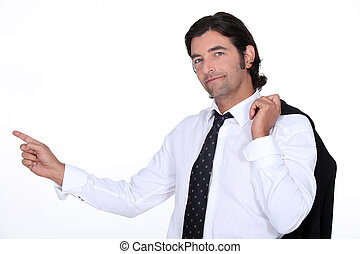 cheveux brun, doigt indique, homme