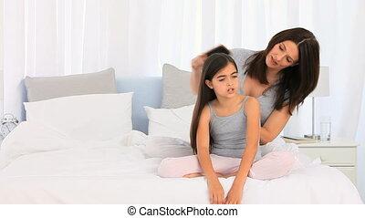 cheveux, fixation, fille, elle, mère