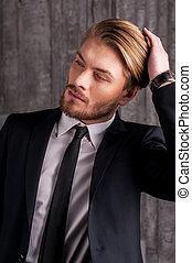 cheveux, toucher, jeune, élégant, handsome., beau, homme, sien, formalwear, main, regarder loin