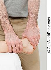 cheville, manipuler,  patient, Ostéopathe