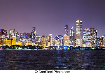 chicago, śródmieście, sylwetka na tle nieba, w nocy