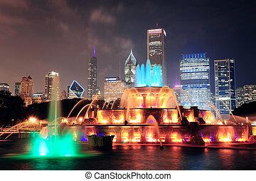 Chicago Buckingham Fountain - Chicago skyline with ...