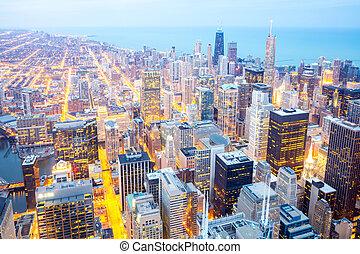 chicago, ciudad, céntrico, en, dusk.