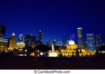 chicago, skyline, en, buckingham fontein, op, night.