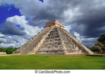 Chichen Itza Kukulkan Mayan pyramid Mexico - Chichen Itza...