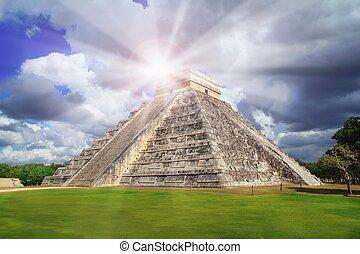 Chichen Itza Kukulkan pyramid sun beam Mexico