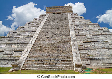 Chichen Itza - The big Kukulkan pyramid in Chichen Izta,...