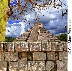 Chichen Itza Tzompantli Wall of Skulls Kukulkan pyramid -...
