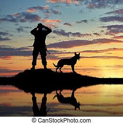 chien, soldat, silhouette
