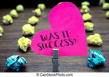 chiffonné, photo, il, erreurs, hart, écriture, note, papiers, plusieurs, était, accomplir, heureux, vie, après, business, projection, question., objets, pensées, reussite, tries., papier, showcasing, sentiment