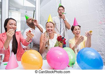 chifres, equipe, partido negócio, champanhe, celebrando