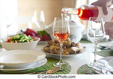 chiken, サラダ, バラ, fish, スープ, ワイン, テーブル
