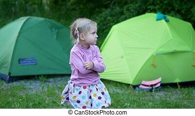 child camping picnic tent - child camping picnic nerar green...