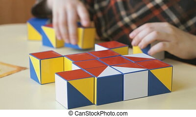 Child collecting a pattern using colored cubes - Child ...