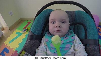 child eat porridge spoon