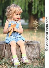 Child with ice-cream