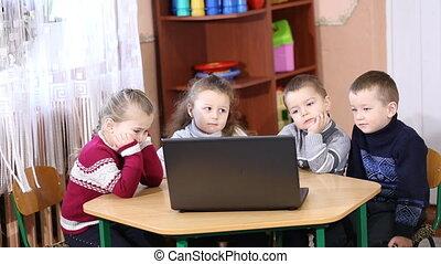 children look into the computer