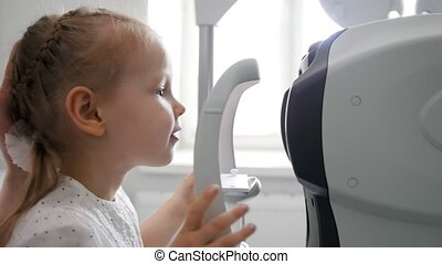 Children ophthalmology - optometrist Checks Child's Eye,...
