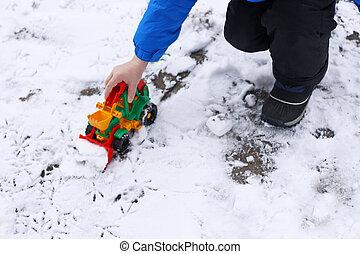 Children's games in the snow.