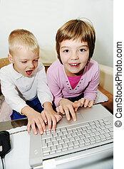 childrens, ordinateur portatif, jeux, amusez-vous, jouer