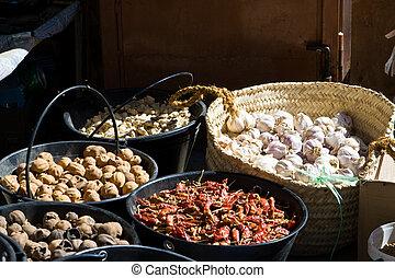 chile, nuez moscada, ajo, jengibre, pimienta