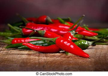 chili, grüner pfeffer, rotes