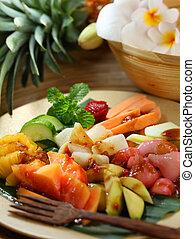chilli, épicé, paste), salade, (shrimp, terasi, (variable), tamarin, émoulage, fruit, mélange, paume, ensemble, rujak, sucre, fruits., fait, sauce, cacahuètes