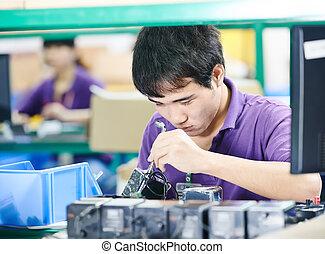 chinês, trabalhador, em, fabricando