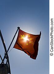 china, bandera nacional, debajo, azul oscuro, cielo