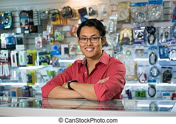 chinees, man, werkende , als, kantoorbediende, verkoop, assistent, in, computer winkel