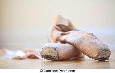 chinelos, balé, well-worn, condição
