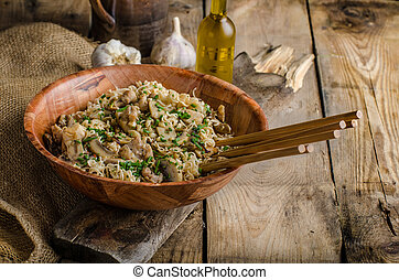 Chinese noodles with chicken and onion, simple and clean...