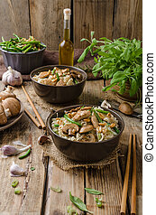 Chinese noodles with brown mushrooms, simple and delicious...