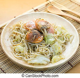 chinese stir fried noodles with sausage