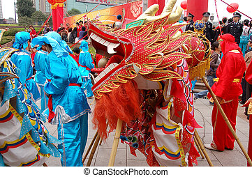 Chinese traditional dragon dance troop3