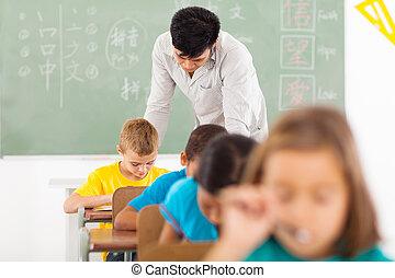 chinesische sprache, lehrer, in, klassenzimmer, mit, studenten