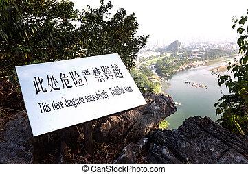 chinesisches , guilin, oberseite, gefaltet, zeichen, schlechte, warnung, englisches , brokat, hügel, übersetzung