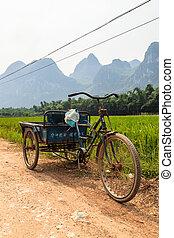 chinesisches , transport, in, a, li-fluß, berglandschaft