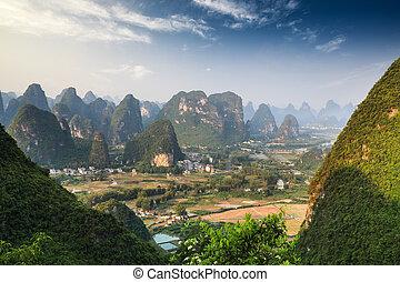 chino, paisaje de montaña, en, guilin, yangshuo