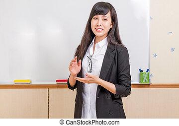 chino, profesor, delante de, whiteboard, explicar