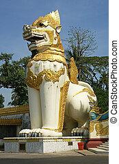 Chinthes, Shwedagon Pagoda, Myanmar