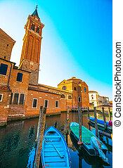 chioggia, 町, 中に, ベニス市民, 礁湖, ボート, 水, 運河, そして, church., veneto, イタリア