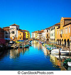 chioggia, 镇, 在中, 威尼斯人, 环礁湖, 水, 运河, 同时,, church., veneto, italy