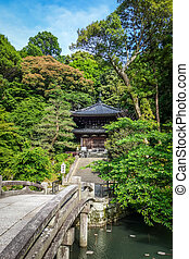 Chion-in temple garden pond and bridge, Kyoto, Japan