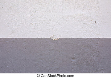 Chipped wall with two types of paint