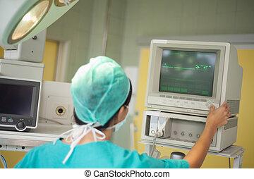 chirurg, het controleren beeldscherm